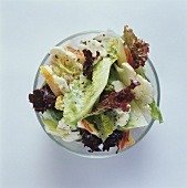 Mixed salad leaves with cauliflower, apple & yoghurt dressing