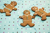 Gingerbread men on spotted background