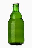 Eine gekühlte Flasche helles Bier