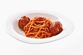 Spaghetti al ragù (Spaghetti with meatball ragout)