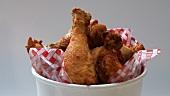 Sich drehende Chicken Wings