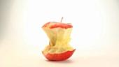 Ein sich drehender Apfelputzen