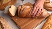 Baguette in Scheiben schneiden