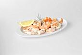 Shrimpssalat mit Zitronenschnitz