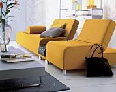 """Flexible Möbel,gelbe Sofakombination """"Scroll"""" mit Ablagefläche"""