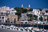 Hafenort Porto Colom auf Mallorca.