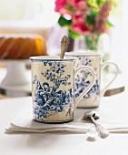 2 Becher Toile aus Porzellan, China Tassen, Porzellantassen