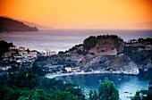 Sizilien: Taormina im Abendrot mit weitem Blick aufs Meer