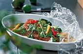 Curry, Koriander und Chillies auf Fisch, m. Folie abdecken, Step 2