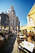 """Blick vom Café im """"Coselpalais"""" auf die Frauenkirche, Dresden"""