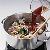 Fisch, Step 4: Fischstücke u. Gemüse m. Wein ablöschen
