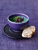 Spinach soup with preserved azuki beans