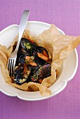 Mussels in baking paper