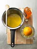 Pekannusskuchen Step 3: Orangensirup aufkochen und abkühlen lassen