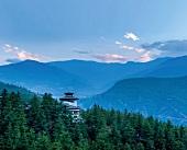 Bhutan: Überblick, Himalayagebirge, Wälder, Uma Paro Hotel, idyllisch