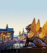St. Petersburg: Bank-Brücke, Löwen, Kanal, Stadtblick, abends, Lichter