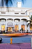 Florida: Miami, Hotel The Betsy, Fassade weiss, Eingang, Strasse