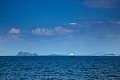 Thailand: Andamanensee, Küste, Se- gelschiff, Horizont, baluer Himmel