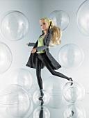 Barbie, Top grün, Mantel kariert, Leder-Leggings, elegant