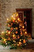 Weihnachtsbaum, Kerzenlicht, Lebkuchen, natürlich dekoriert