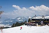 Österreich, Kitzbühel, Angerer Alm, Berggasthof, Terrasse, Sonnenschein