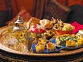Orientalisches Büfett mit Hauptgerichten, Brot & Desserts