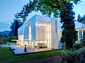 Schwarzwald: Baden-Baden, Museum Frieder Burda, beleuchtet