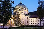 Schwarzwald: Dom St. Blasien, abends beleuchtet