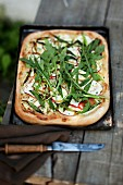 An apple pizza with rocket