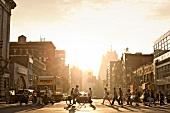 New York: Chinatown, Straßenszene, Menschen, Abendsonne
