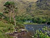 Irland: Connemara, Berglandschaft, grün, Gewässer, Delphi Lodge