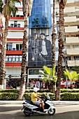 Antalya: Atatürk-Caddesi, Straße, Roller