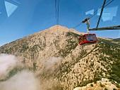 Antalya: Taurus-Gebirge, Gondel zum Gipfel, blauer Himmel