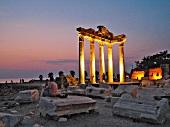 Side: Apollontempel, Ruine, abends, beleuchtet