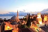 Antalya: Meer,Tekeli-Mehmet- Pasa-Moschee, abends