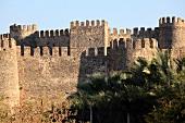 Anamur: Mamure Kalesi, Burg, Mauer, sonnig, Himmel blau