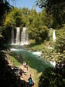 Antalya: Düden-Wasserfälle, Wald grün, sommerlich, malerisch