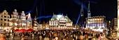 Bremen: Marktplatz, Rathaus, St. Pet ri Dom, Menschen, abends, beleuchtet