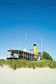 Ostseeküste: Damp, Museumsschiff Albatros, blauer Himmel