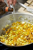 Gefüllte Ente mit Couscous, mit Oran gensaft ablöschen, Step 2