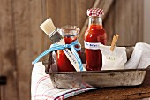 BBQ-Sauce & Nektarinensalsa mit Koriander zum Verschenken