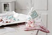 Colourful mini meringues as a gift