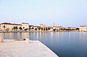 Kroatien: Split, Promenade Riva, abends, Lichter, Aufmacher