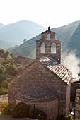 Kroatien: Insel Lastovo, alte Kapelle im Ort Lastovo