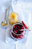 Selbstgemachtes Apfelmus & eingekochte Kirschen mit Vanille