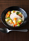 Histamine intolerance food: vegetable stew with coconut milk and chicken breast