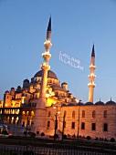Türkei, Istanbul, Yeni-Moschee, abends, beleuchtet