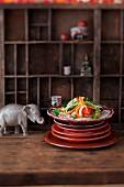 Lotossalat mit Papaya und Salatgurke (Vietnam)
