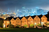 Alamo Square Postcard Row and San Francisco skyline, San Francisco, California, USA