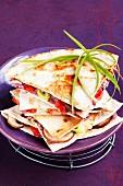 Quesadillas mit Bohnenmus